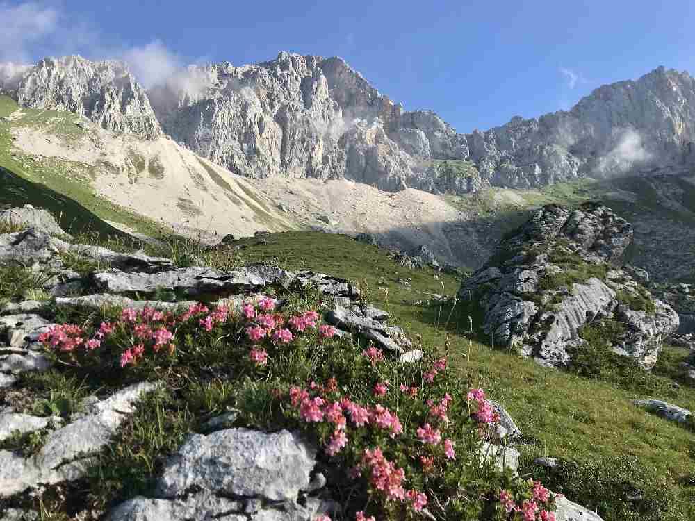 Das ist die Kulisse bei der 2-tägigen Hüttenwanderung im Wettersteingebirge