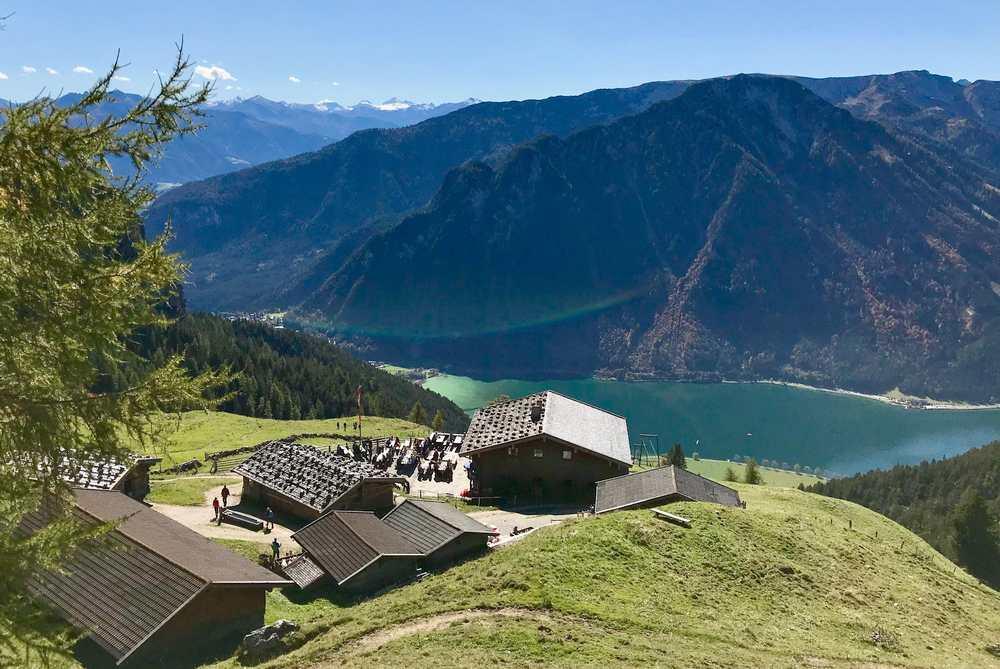 Blick vom Rofan zum Karwendel, in diesen Bergen versteckt liegt die Wolfsklamm