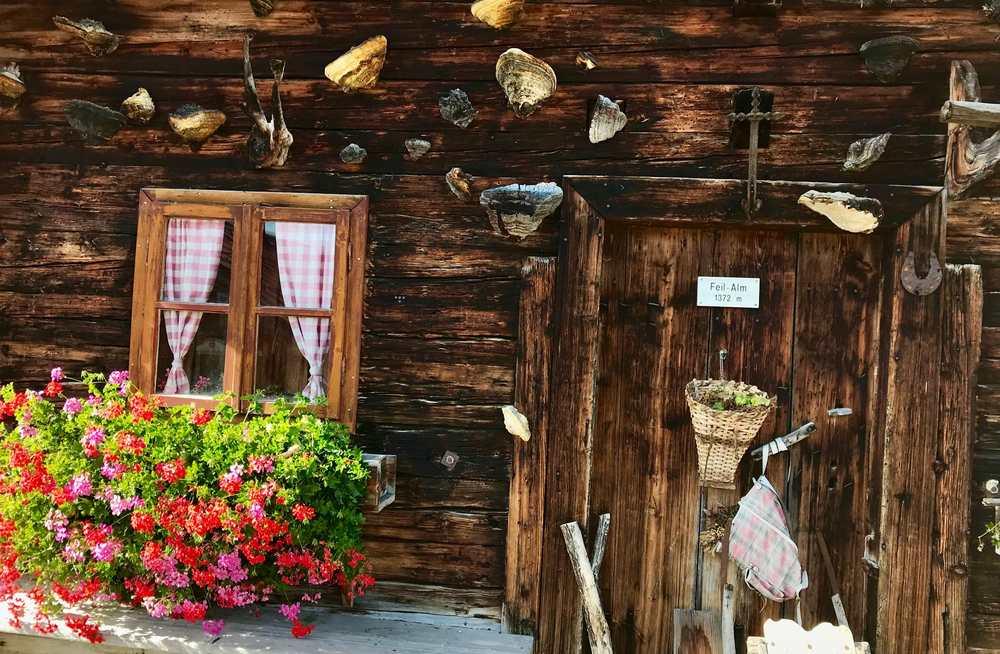 Eine der rustikalen Almen im Karwendel