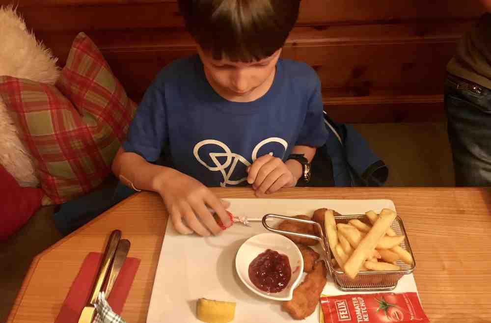 Zuerst Chicken Nuggets essen im Gasthof Marschall...