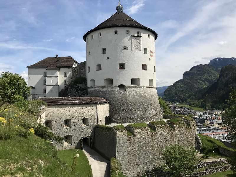 Ausflugsziele Tirol - Das ist die imposante Festung Kufstein, 50 Kilometer von der Wolfsklamm entfernt