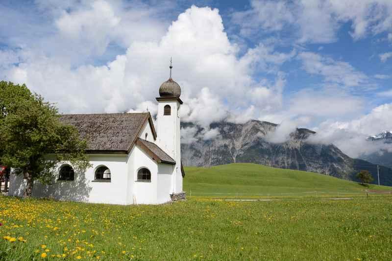 Gallzein wandern mit Blick auf´s Karwendel