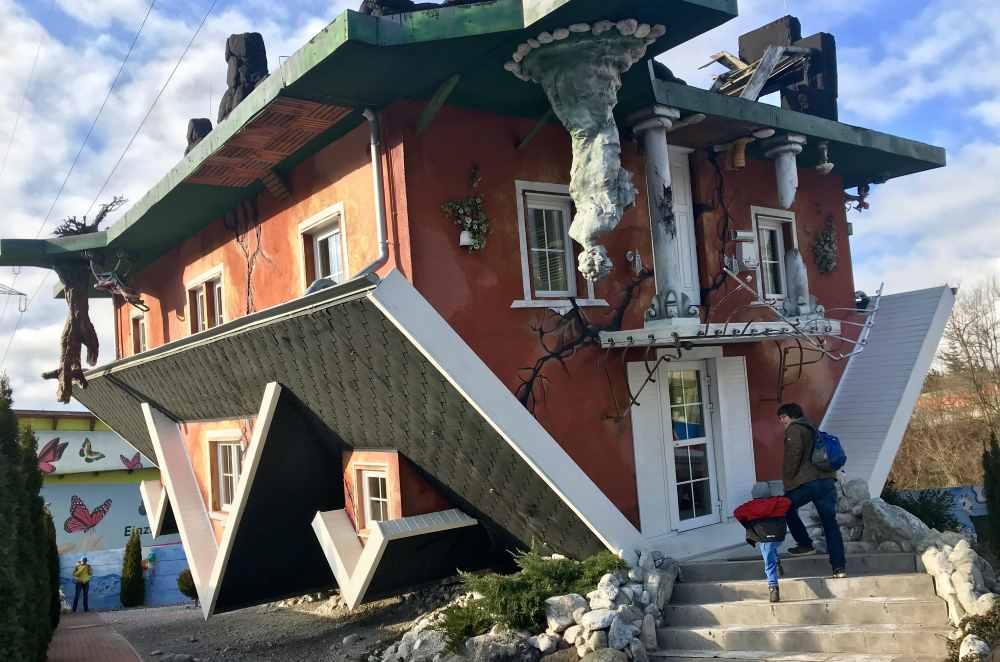 Ausflugsziele Tirol - Einmalig in den Alpen: Das Haus am Kopf in Terfens, nahe der Wolfsklamm
