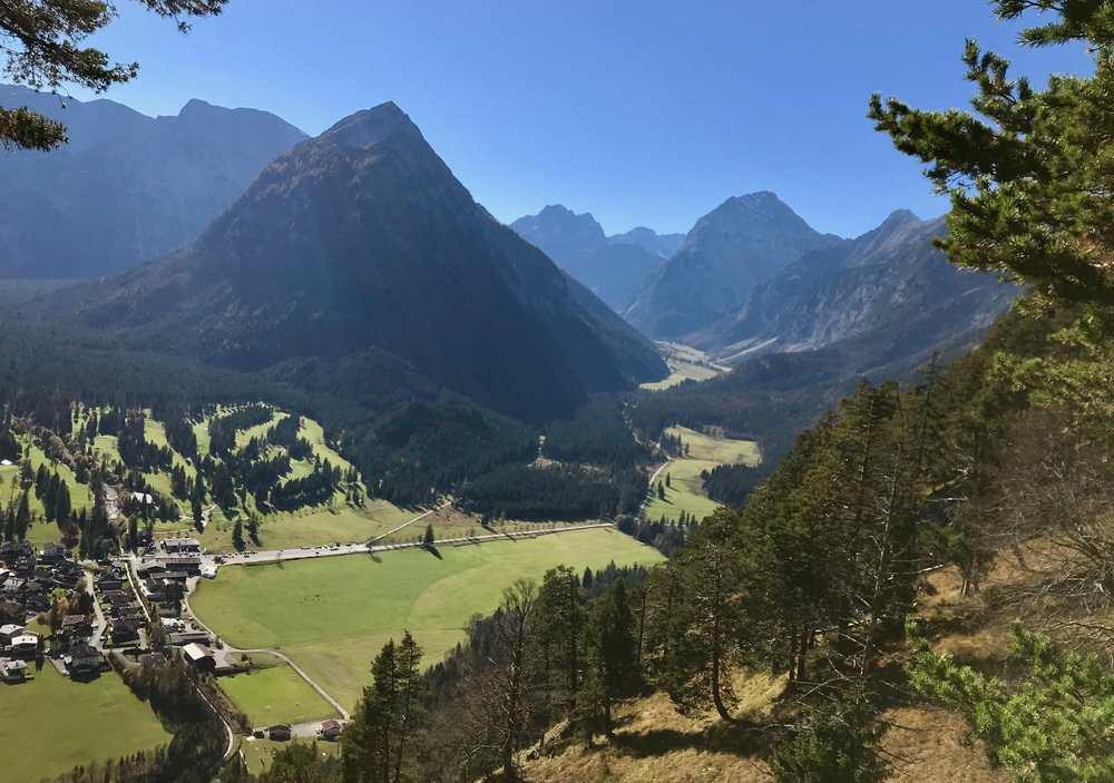 Liebliche Täler und schroffe Berge - das liebe ich am Karwendel