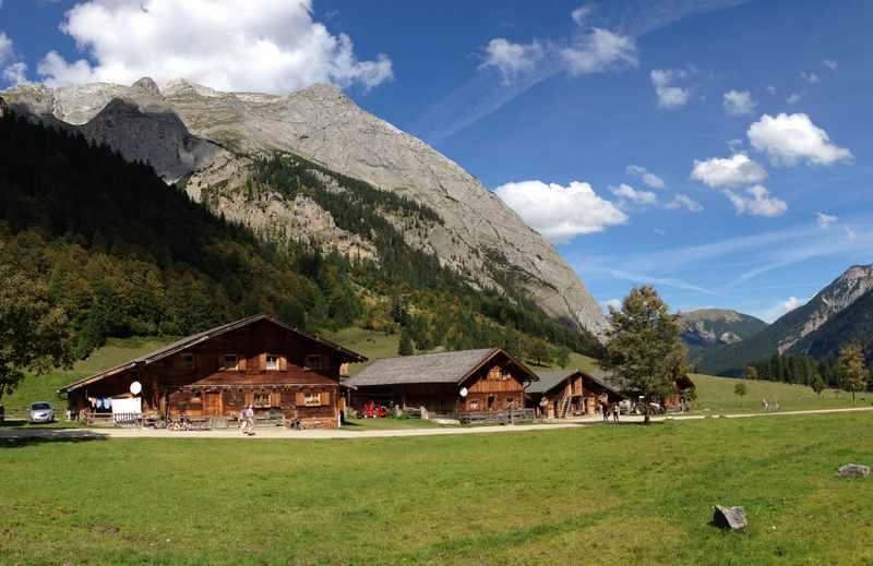 Die Karwendeltour wandern: Zwischen Wolfsklamm, St. Georgenberg, Stallenalm und Ahornboden bei der Engalm im Karwendelgebirge