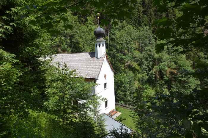 Die Maria Tax Wanderung: Von Stans zur Maria Tax Kapelle wandern und dann hinauf nach St. Georgenberg