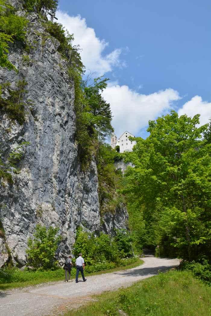 Und über den Pilgerweg zurück wandern nach Stans - wer möchte mit Abstecher zum Kloster St. Georgenberg