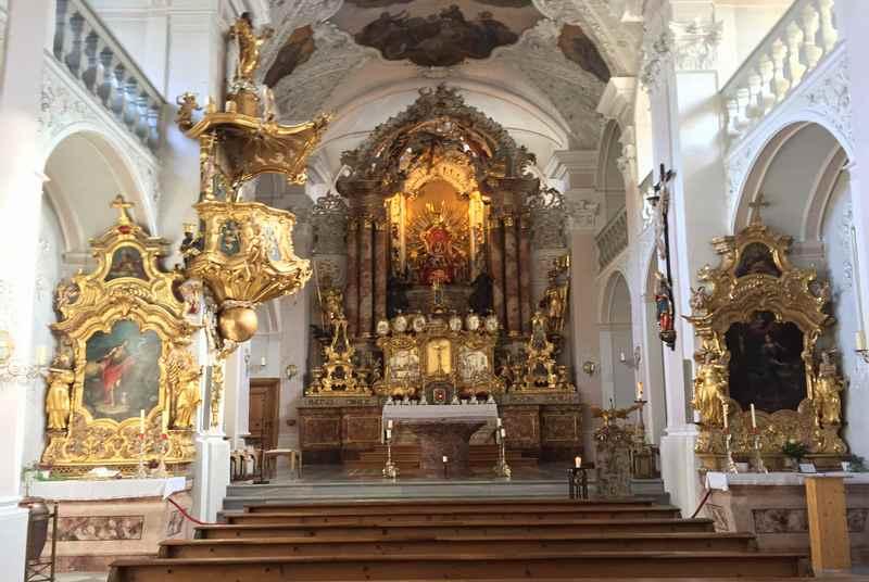 Wallfahrtsort Tirol: Der einschiffige Innenraum der St. Georgenberg Kirche