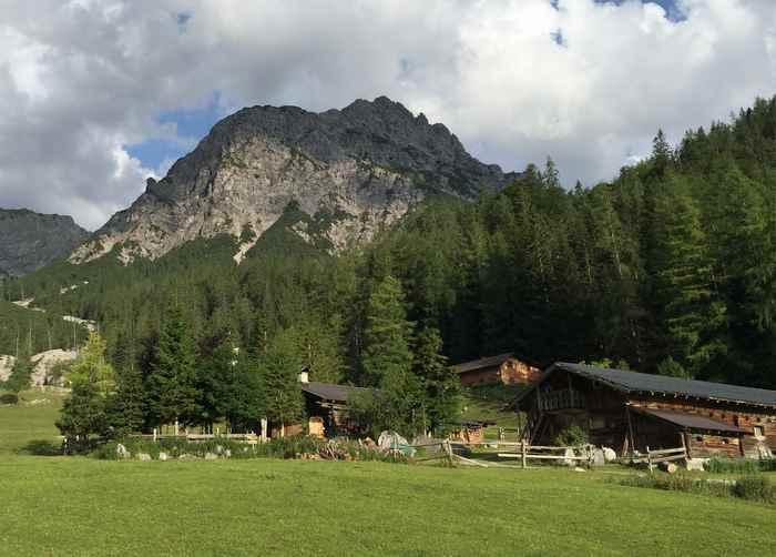 Die urige Stallenalm im Karwendel, schön zum Wandern in Tirol