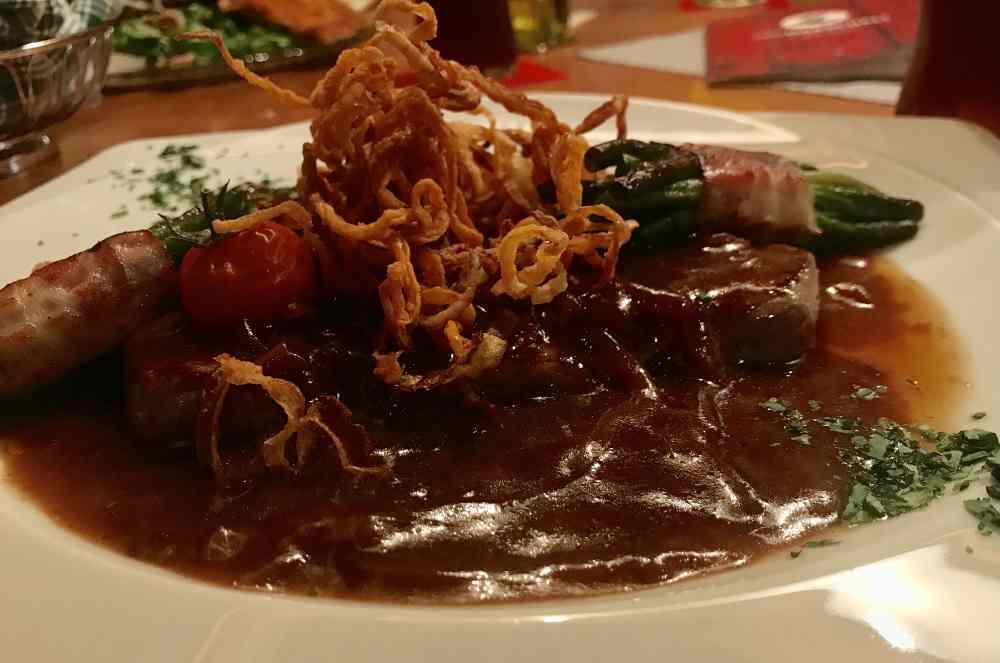 oder lieber deftige Küche mit Zwiebelrostbraten, Schnitzel und Co? - gibt´s alles im Gasthof Marschall.