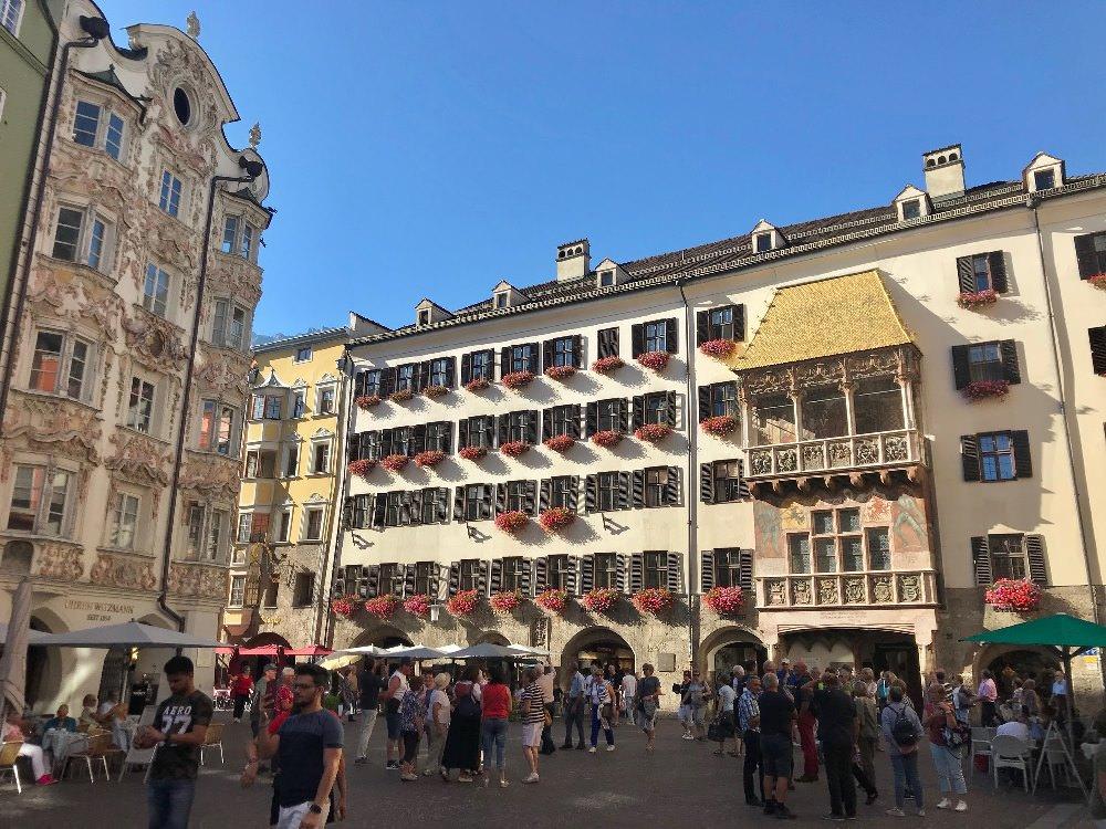 Ausflugsziele Tirol: Die Altstadt Innsbruck mit dem Goldenen Dachl