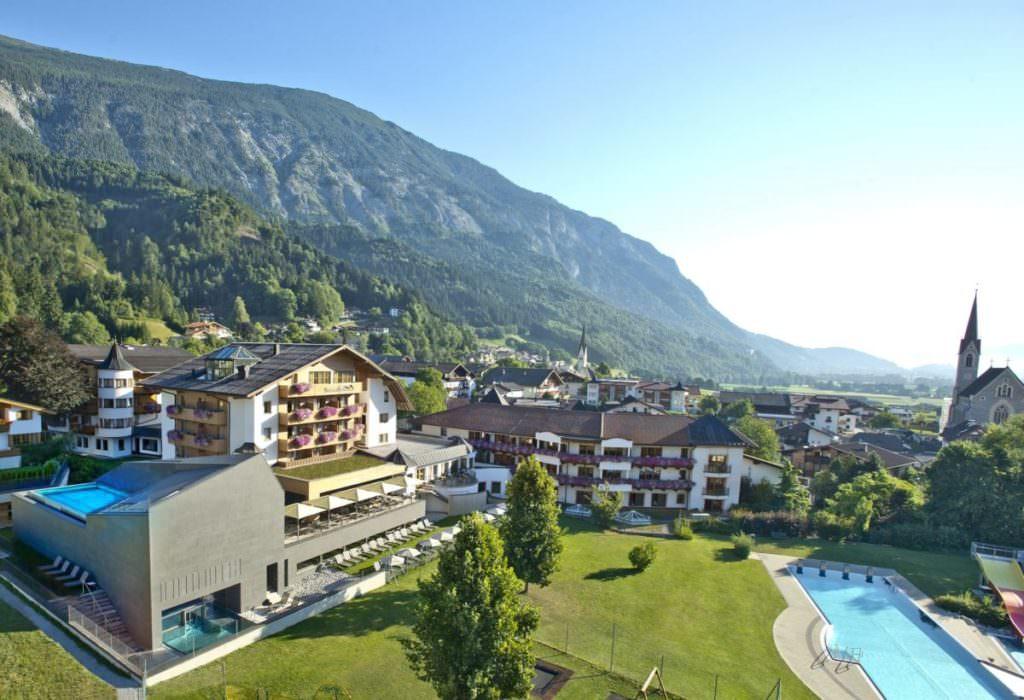 Das Karwendel Hotel Schwarzbrunn - direkt am Eingang in die Wolfsklamm