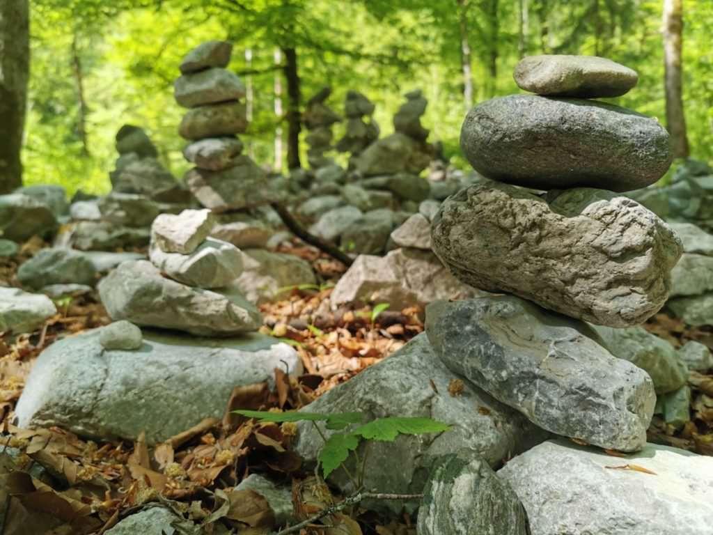 Der Steinmännchen Wald oberhalb der Klamm