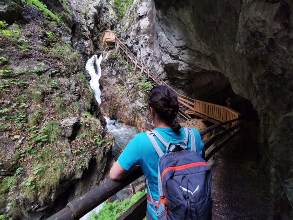 Du findest viel Erholung in der Natur. Nimm dir Zeit für die Wolfsklamm in Tirol
