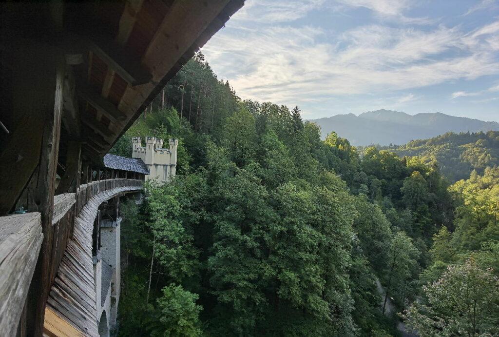 Die Brücke nach St. Georgenberg überspannt die Schlucht