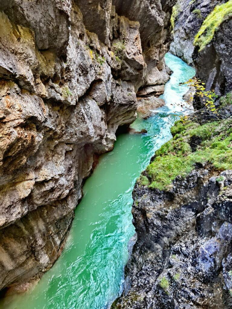 Eine schöne Wanderung durch eine Schlucht in Tirol