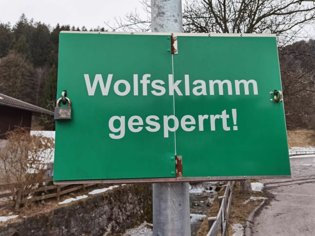 Wintererlebnis Wolfsklamm - bitte beachte die Wegsperre